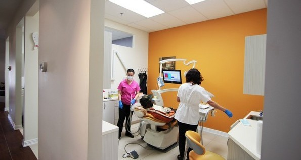 Dental clinic on steeles weston orange room